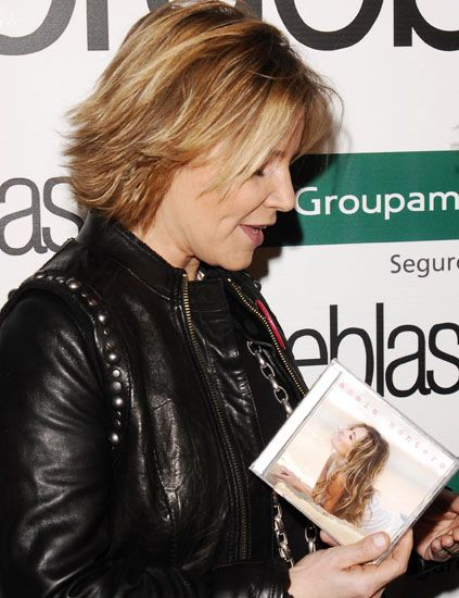 Hairstyle, Jacket, Style, Publication, Leather, Leather jacket, Blond, Brown hair, Feathered hair, Reading,