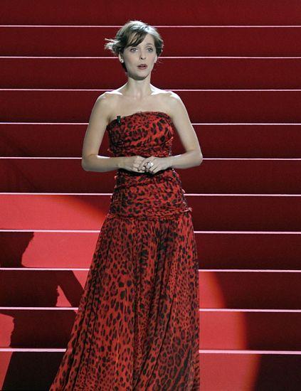 Clothing, Dress, Shoulder, Red, Style, One-piece garment, Formal wear, Fashion model, Day dress, Fashion,