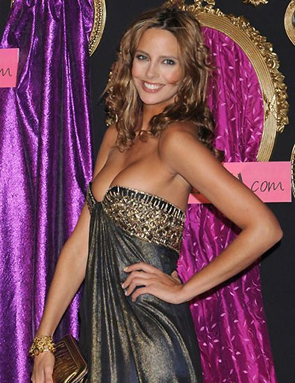 Clothing, Dress, Purple, Strapless dress, Style, Fashion accessory, Magenta, Fashion, Day dress, Cocktail dress,