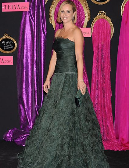 Clothing, Textile, Dress, Pink, Purple, Formal wear, Style, Magenta, Gown, Costume accessory,