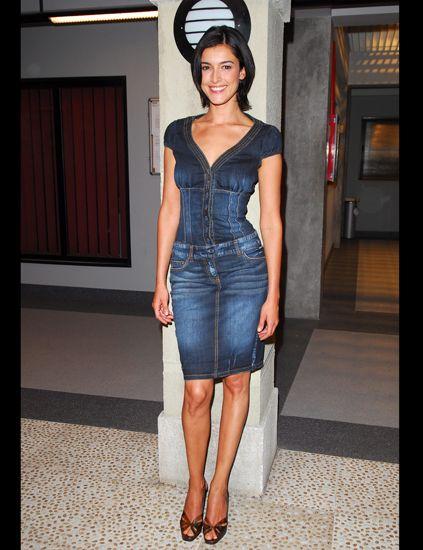 Sleeve, Dress, Human leg, Shoulder, Textile, Joint, Standing, Waist, One-piece garment, Style,