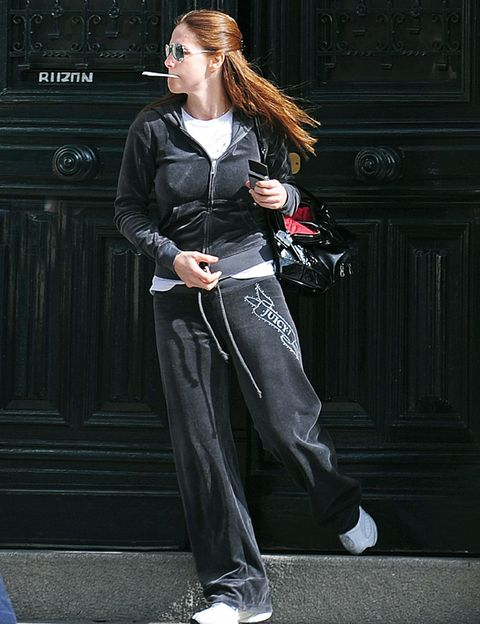 Sleeve, Shoe, Outerwear, Style, Collar, Street fashion, Fashion, Black, Blazer, Fashion model,