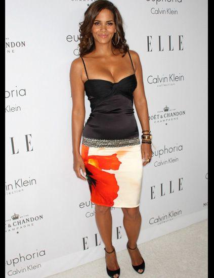 Clothing, Human body, Shoulder, Joint, Human leg, Waist, Style, Fashion model, Fashion accessory, Sleeveless shirt,