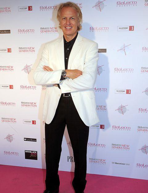 Sleeve, Trousers, Dress shirt, Collar, Coat, Shirt, Flooring, Joint, Suit trousers, Outerwear,