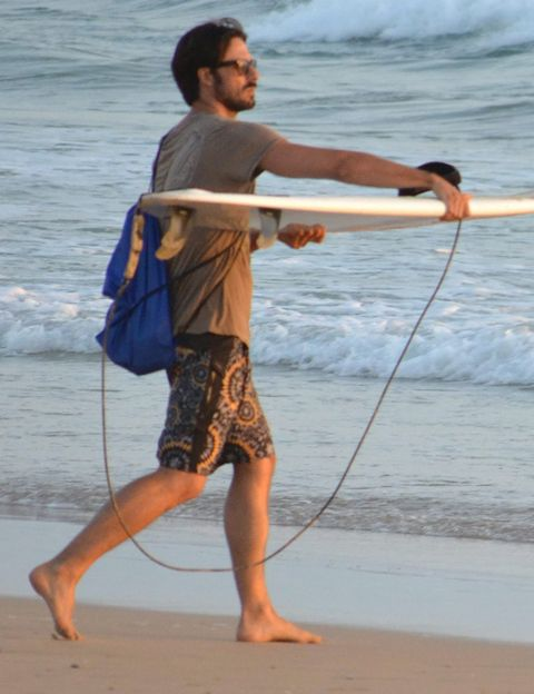 Elbow, Barefoot, People in nature, People on beach, Beach, Sand, Muscle, Wave, Waist, Wind wave,