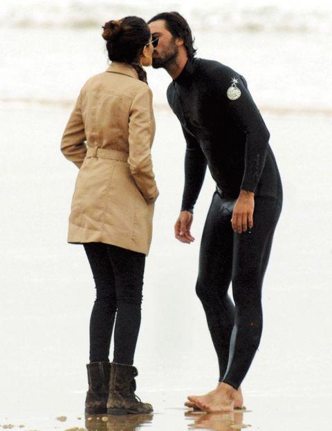 Human, Leg, Sleeve, Trousers, Human body, Textile, Winter, Standing, Outerwear, Coat,