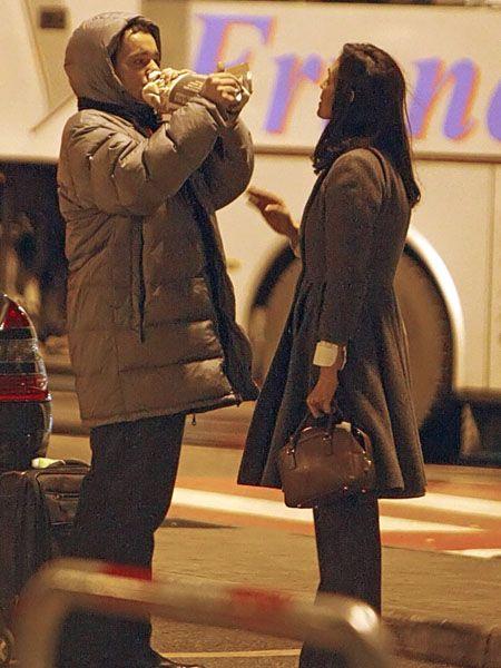 Human body, Winter, Luggage and bags, Knee, Bag, Street fashion, Handbag, Boot, Tights, Acting,