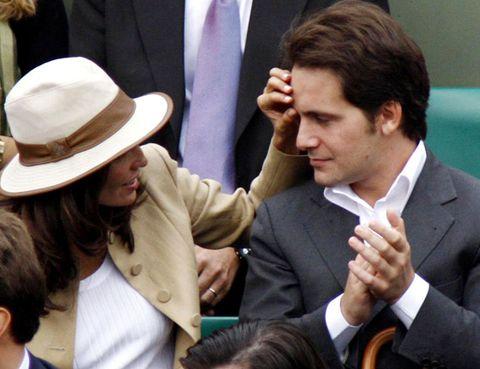 Finger, Hat, Hand, Formal wear, Gesture, Thumb, Sun hat, Blazer, Conversation, White-collar worker,