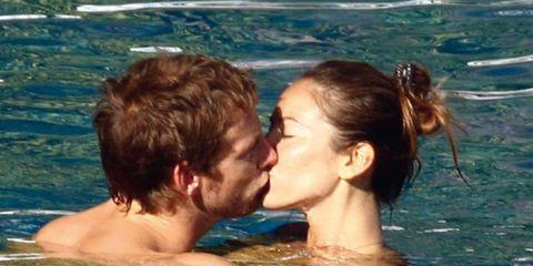 Ear, Fun, Fluid, Water, Leisure, Liquid, Summer, People in nature, Interaction, Love,