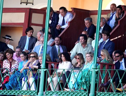 Face, Hat, Crowd, Flag, Tie, Audience, Fence, Fan,