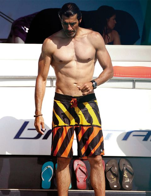 Shoe, board short, Sunglasses, Chest, Barechested, Elbow, Muscle, Trunks, Goggles, Active shorts,
