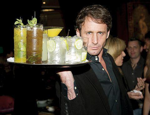 Drink, Rickey, Alcoholic beverage, Classic cocktail, Tableware, Distilled beverage, Cocktail, Cocktail garnish, Alcohol, Lemon-lime,