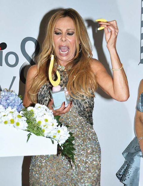 Bouquet, Petal, Dress, Wrist, Cut flowers, Blond, Day dress, Nail, Flower Arranging, Long hair,