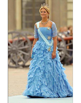 Blue, Dress, Formal wear, Style, Gown, Electric blue, Aqua, Headpiece, Fashion model, Fashion,