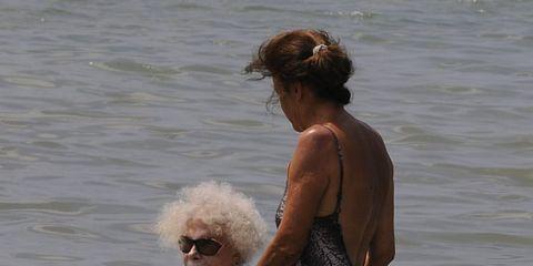 Goggles, Water, Mammal, Sunglasses, Summer, Vacation, Brown hair, Lake, Blond, Holiday,
