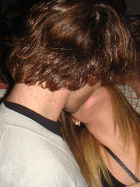 Ear, Hairstyle, Forehead, Mammal, Interaction, Love, Neck, Brown hair, Romance, Back,