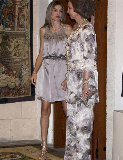 Clothing, Shoulder, Dress, Textile, Style, One-piece garment, Formal wear, Fashion, Day dress, Waist,