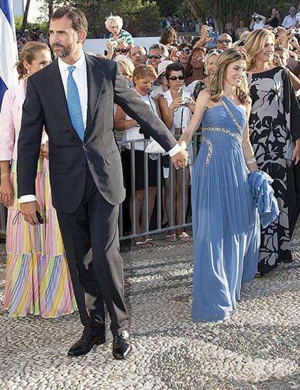 Clothing, People, Trousers, Dress, Coat, Shirt, Outerwear, Suit, Dress shirt, Formal wear,