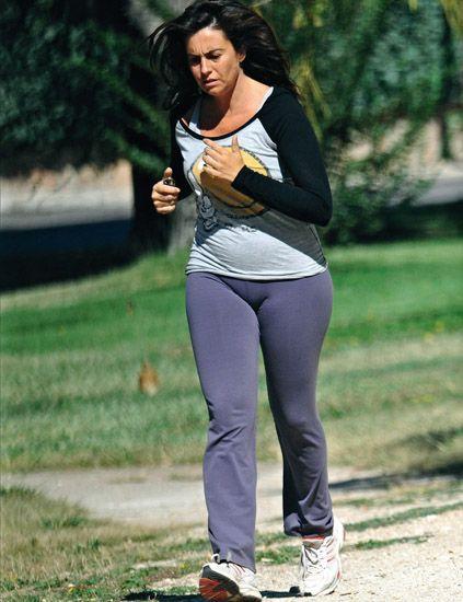 Sleeve, Active pants, sweatpant, People in nature, yoga pant, Knee, Sneakers, Leggings, Street fashion, Tights,