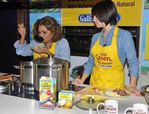 Serveware, Dishware, Food, Tableware, Meal, Cooking, Cuisine, Logo, Kitchen, Dish,