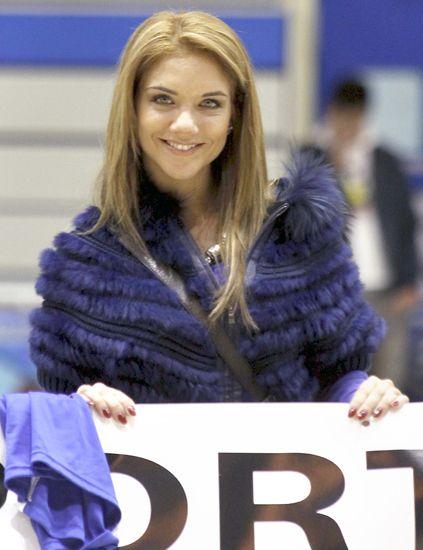 Textile, Electric blue, Fashion, Street fashion, Cobalt blue, Blond, Long hair, Brown hair, Fur, Stole,