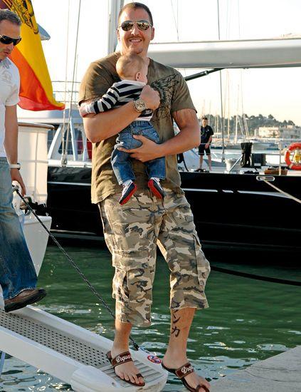 Leg, Sunglasses, Camouflage, Cargo pants, Carnivore, Military camouflage, Goggles, Watercraft, Sandal, Calf,