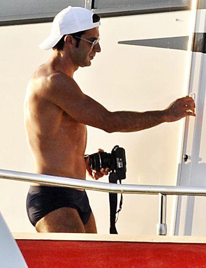 Cap, Human body, Shoulder, Elbow, Human leg, Standing, Joint, Wrist, Chest, Muscle,