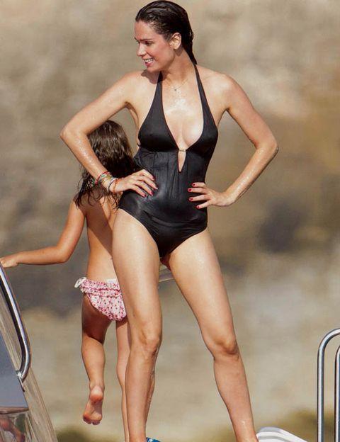 Leg, Human leg, Shoulder, Sportswear, Leotard, One-piece swimsuit, Swimwear, Summer, Thigh, Maillot,