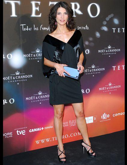 Dress, Shoulder, Human leg, Joint, Style, Premiere, Cocktail dress, Eyelash, Fashion, Fashion model,
