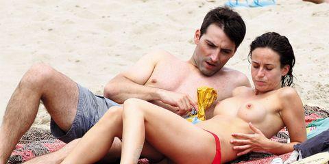 Fun, Human body, Human leg, Photograph, Sitting, Leisure, Summer, People in nature, Barechested, Sun tanning,
