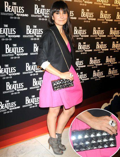 Leg, Outerwear, Pink, Style, Fashion accessory, Fashion, Bag, Bangs, Black hair, Thigh,