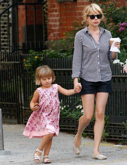 Clothing, Leg, Human leg, Standing, Pink, Sunglasses, Style, Pattern, Summer, Street fashion,