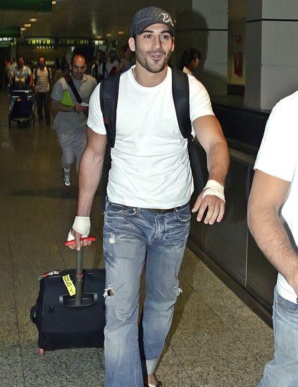Arm, Leg, Cap, Human body, Trousers, Denim, Shoulder, Jeans, Shirt, Joint,