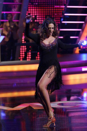 Human leg, Entertainment, Performing arts, Dress, Dancer, Thigh, Performance, Dance, Performance art, Dancing shoe,
