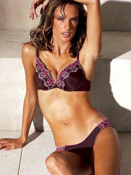 Clothing, Brassiere, Skin, Shoulder, Swimsuit top, Joint, Swimsuit bottom, Bikini, Undergarment, Thigh,