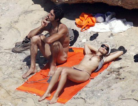 Miryam Gallego Y Su Chico Sin Ropa Y A Lo Loco En Ibiza