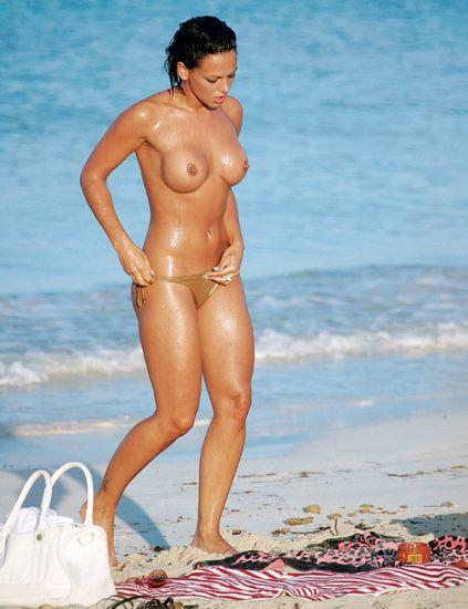 Human leg, Summer, Chest, Beach, Abdomen, Brassiere, Thigh, Vacation, Swimsuit bottom, Undergarment,
