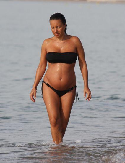 En LuceOrgullosaBarriguita Playa Estupenda ¡está Ungría Noemí La W9DH2EIY