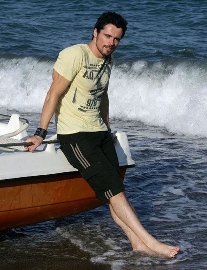 Human body, Water, Recreation, Watercraft, Elbow, Boat, Ocean, Barefoot, Wave, Bermuda shorts,