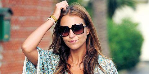 Clothing, Eyewear, Glasses, Green, Vision care, Sleeve, Sunglasses, Shoulder, Textile, Pattern,