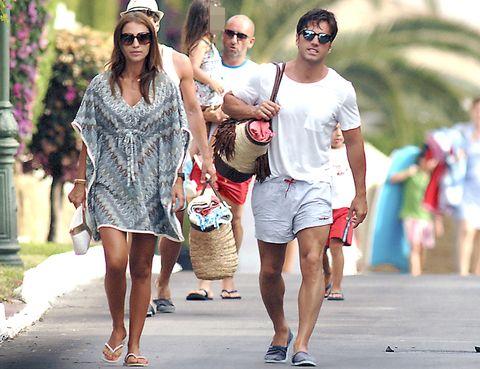Clothing, Eyewear, Vision care, Leg, Human leg, Sunglasses, Summer, Style, Street fashion, T-shirt,