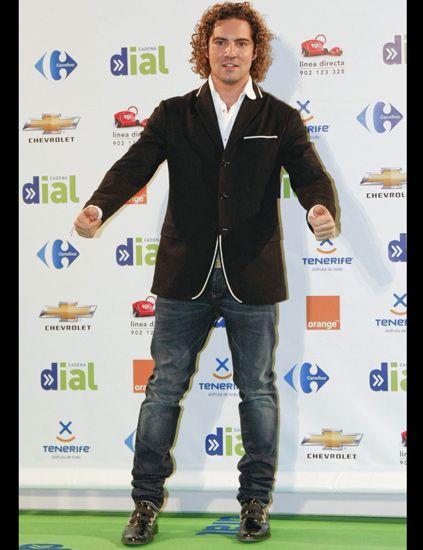 Trousers, Jeans, Denim, Standing, Collar, Style, Coat, Jacket, Logo, Blazer,