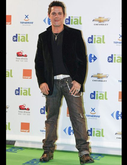 Denim, Trousers, Jeans, Shoe, Outerwear, Style, Jacket, Pocket, Street fashion, Premiere,