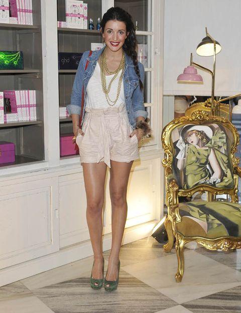Shelf, Human leg, Style, Shelving, Fashion accessory, Fashion, Thigh, Waist, Street fashion, Sandal,