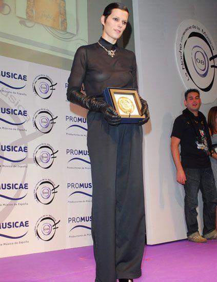 Flooring, Award, Carpet, Award ceremony, Picture frame, Fashion design, Pocket,