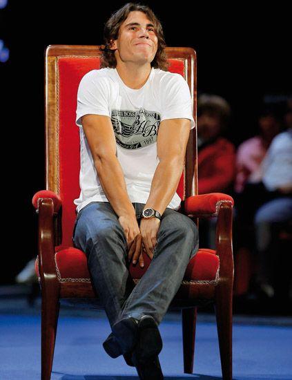 Leg, Shoulder, Sitting, Joint, Jeans, Knee, Chair, Elbow, Denim, Lap,