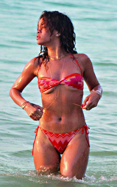 Clothing, Skin, Brassiere, Human body, Swimwear, Swimsuit top, Bikini, Chest, Summer, Undergarment,