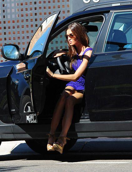 Automotive design, Automotive exterior, Human leg, Vehicle door, Car, High heels, Street fashion, Automotive lighting, Bag, Luxury vehicle,