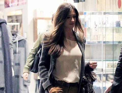 Textile, Jacket, Street fashion, Fashion, Bag, Leather, Long hair, Waist, Model, Chest,
