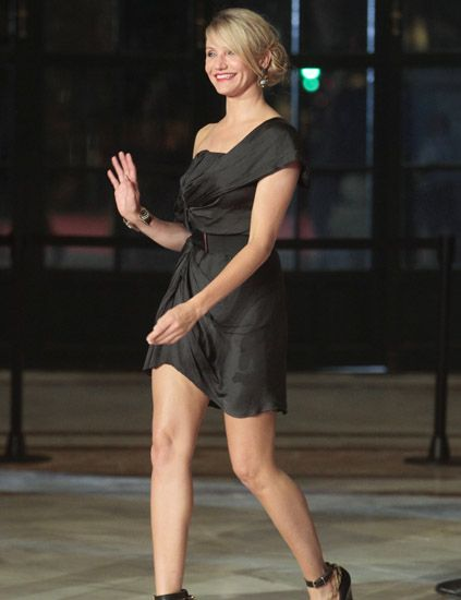Clothing, Human leg, Dress, Shoulder, Joint, Formal wear, One-piece garment, Cocktail dress, Thigh, Street fashion,